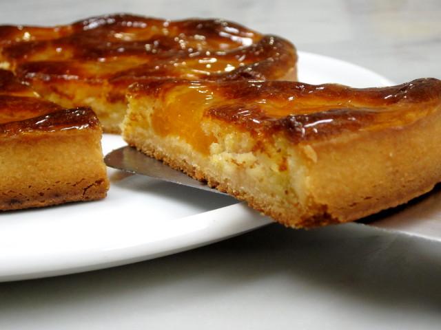 タルトとフランス菓子専門店プチ・ラパンの『あんずのタルト』